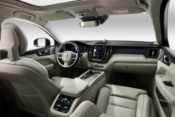 New-Volvo-XC60-Premium-SUV-2017-Geneva-Motor-Show-38-600x400