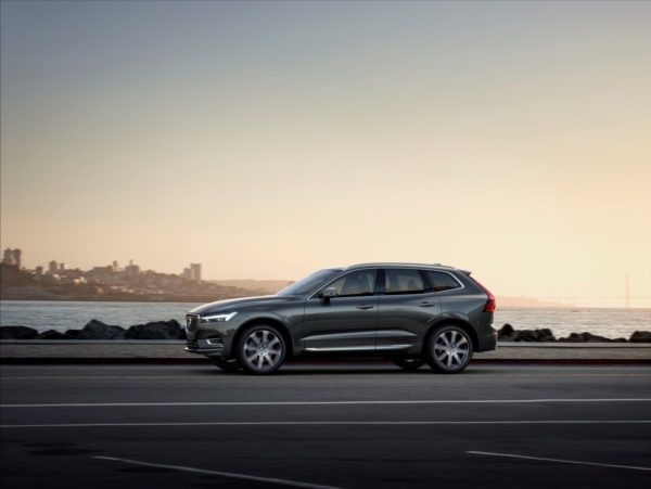 New-Volvo-XC60-Premium-SUV-2017-Geneva-Motor-Show-49-600x451