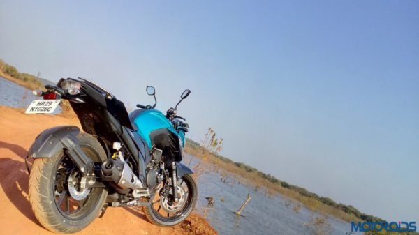 New-Yamaha-FZ25-Review-39-600x337