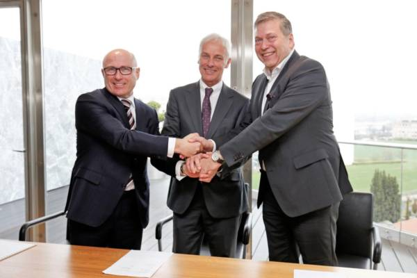 Tata-Motors-Signs-MoU-With-Volkswagen-Group-And-Skoda-600x400