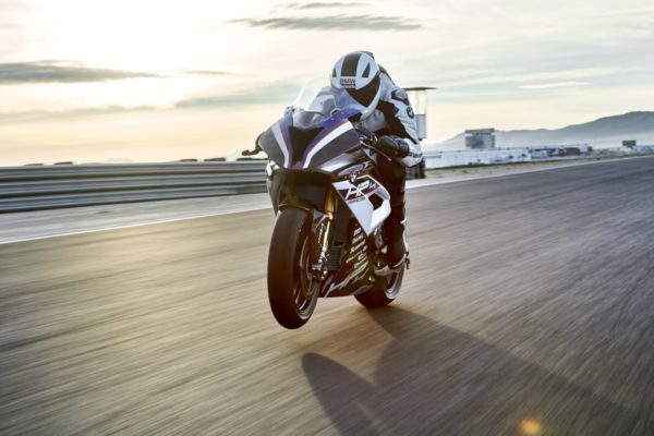 BMW-HP4-RACE-13-600x400