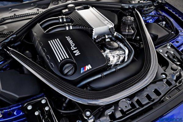 BMW-M4-CS-34-600x400