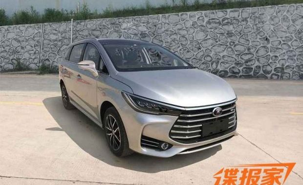 This Chinese MPV Looks Like An Upscale Innova Crysta
