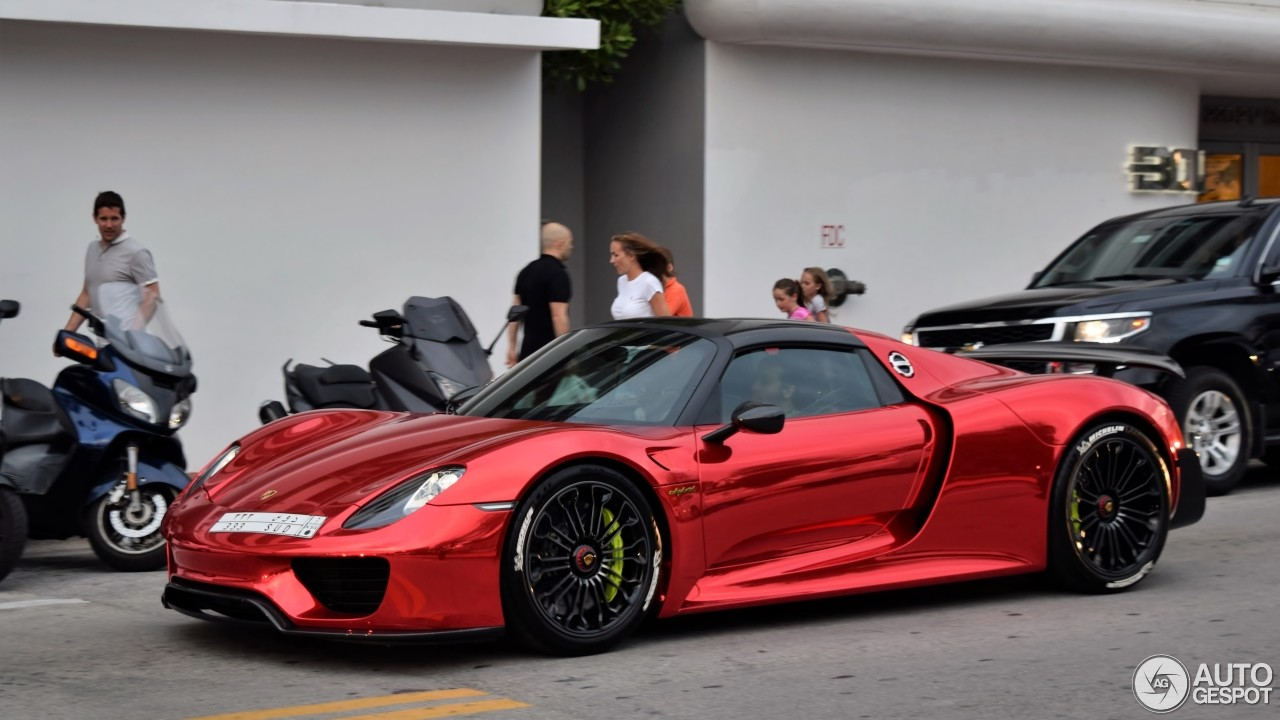porsche 918 spyder with weissach package flaunts chrome. Black Bedroom Furniture Sets. Home Design Ideas