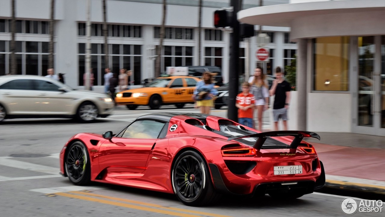porsche 918 spyder with weissach package flaunts chrome red paint in miami and it s blisteringly. Black Bedroom Furniture Sets. Home Design Ideas
