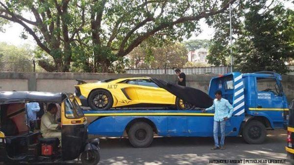 Gautam-Singhania-Lamborghini-Aventador-SV-Mumbai-2-600x337