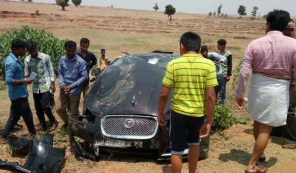April 21, 2017-Jaguar-XF-Crash-Buffalo-Shimoga-2-600x350.jpg