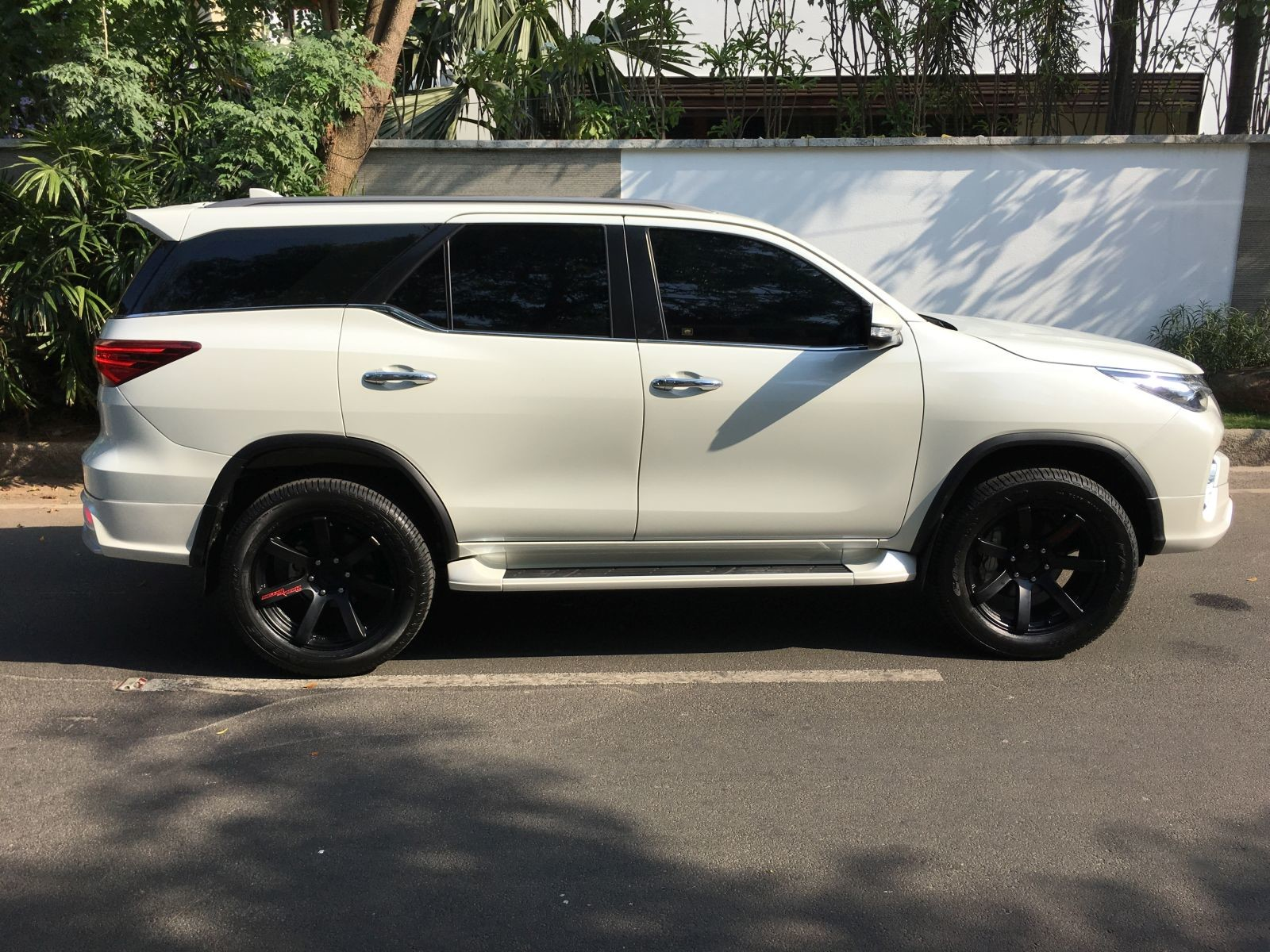 Toyota Fortuner Muscles Up With Fiar Design Body Kit Motoroids