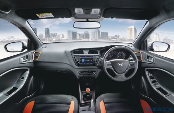 New-2017-Elite-i20-Dual-Tone-Interior-600x391
