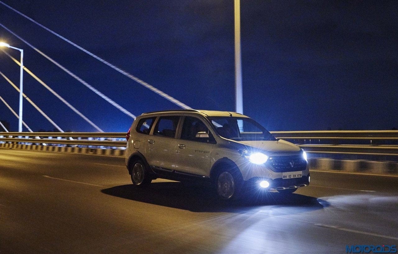 Renault Lodgy Stepway On Road Night View