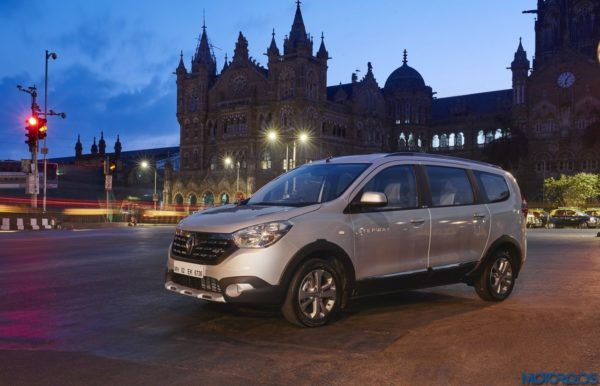 April 10, 2017-Renault-Lodgy-Stepway-Night-Drive-Mumbai-VT-1-600x386.jpg