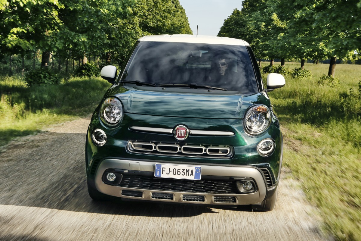 new fiat 500l unveiled all details images and tech specs motoroids. Black Bedroom Furniture Sets. Home Design Ideas