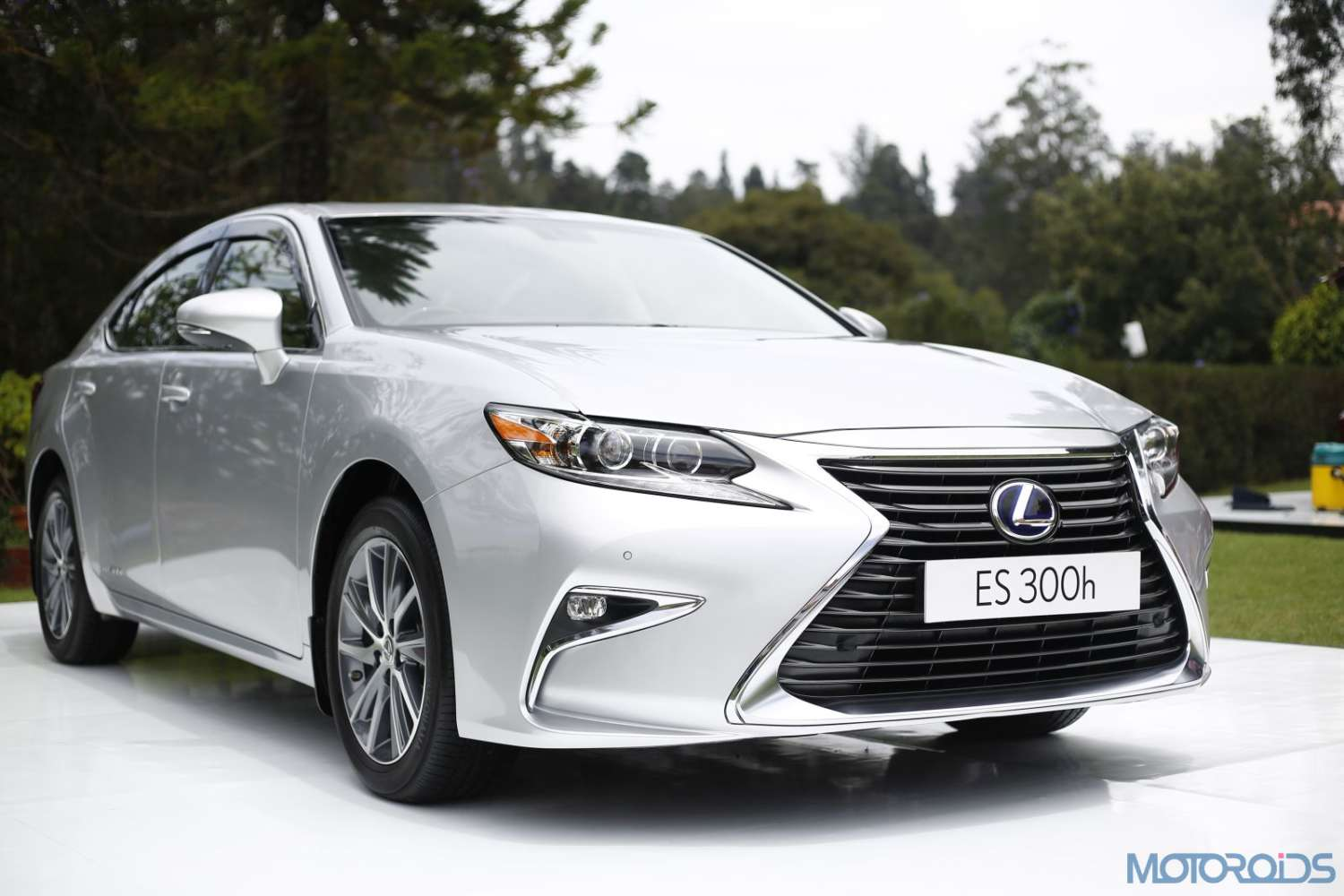 lexus es 300h first drive review modern classic motoroids. Black Bedroom Furniture Sets. Home Design Ideas