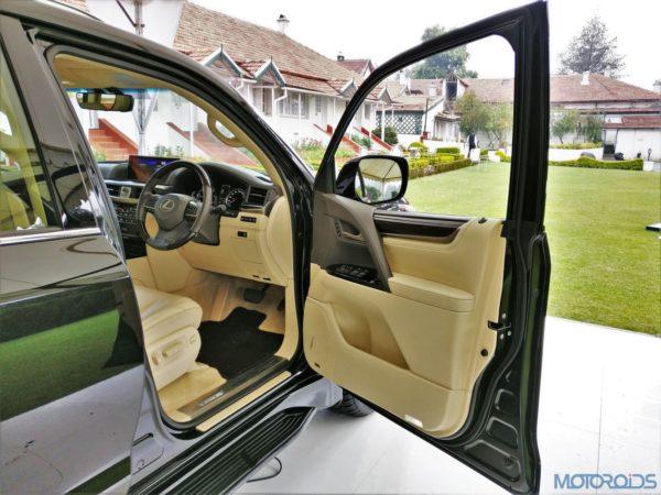 Lexus LX 450d - Driver seat - door