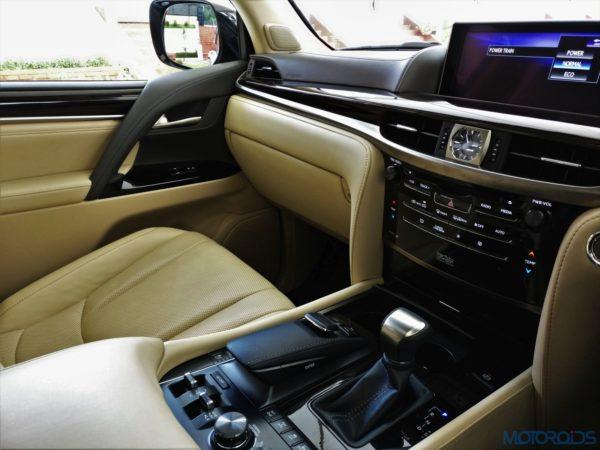 Lexus LX 450d - Dashboard