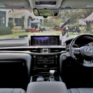 Lexus LX 450d Dashboard shots