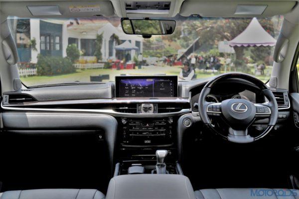 Lexus LX 450d - Dashboard - Sound System - Steering