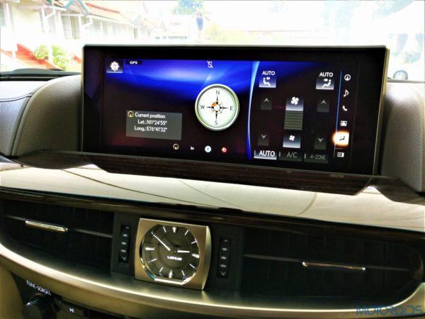 Lexus LX 450d - Compass