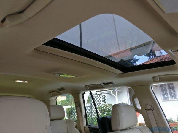 Lexus LX 450d - roof