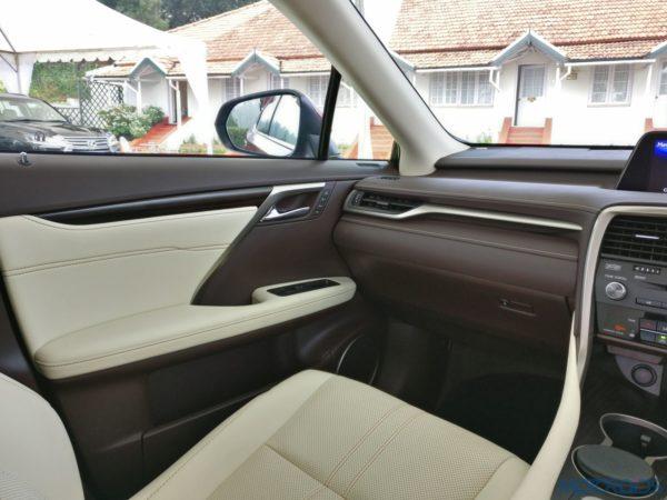 Lexus RX 450h - cabin