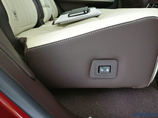 Lexus RX 450h - rear backrest