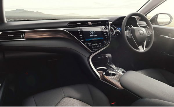 New-2017-Toyota-Camry-for-India-600x370