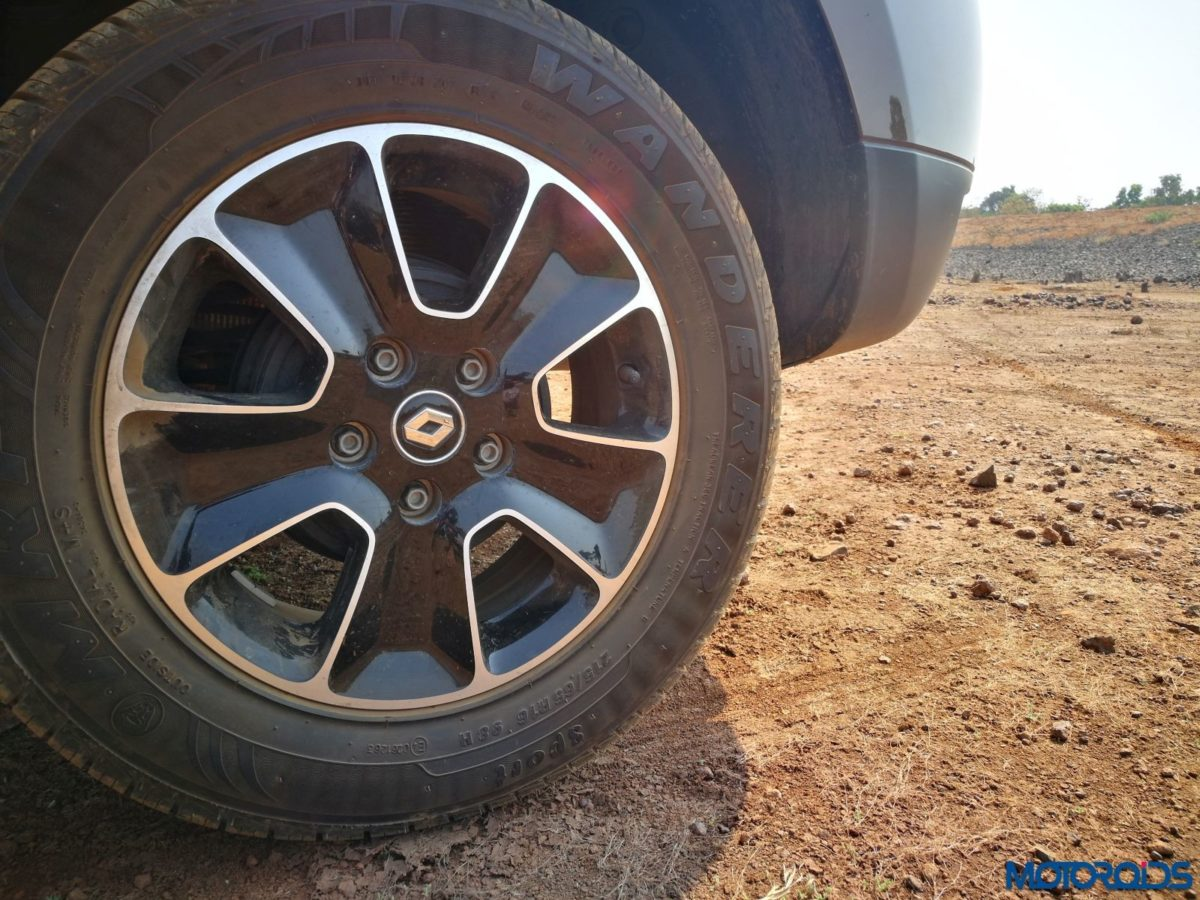 Renault-Duster-Easy-R-AMT Wheel