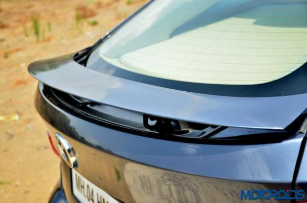 BMW-3-Series-GT-integrated-spoiler2-600x398
