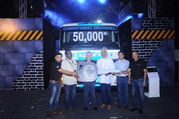 Bharat-Benz-50000th-truck-2-600x399