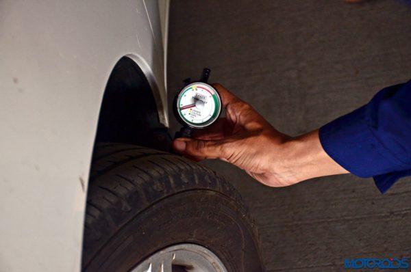 CARS24 car tyre pressure check