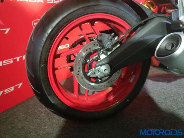 Ducati-Monster-797-detailed-images-20-600x450