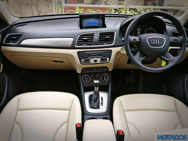 New-2017-Audi-Q3-facelift-India-dashboard-600x450