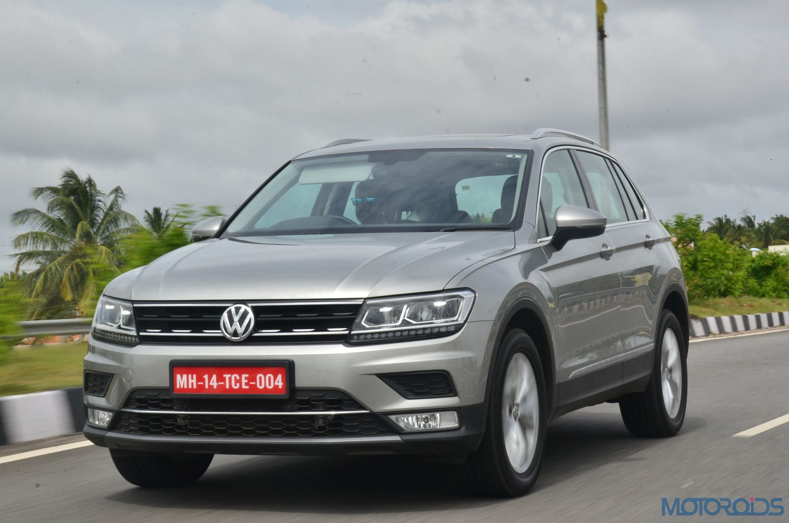 new volkswagen tiguan india review price specs mileage image gallery interior and features. Black Bedroom Furniture Sets. Home Design Ideas