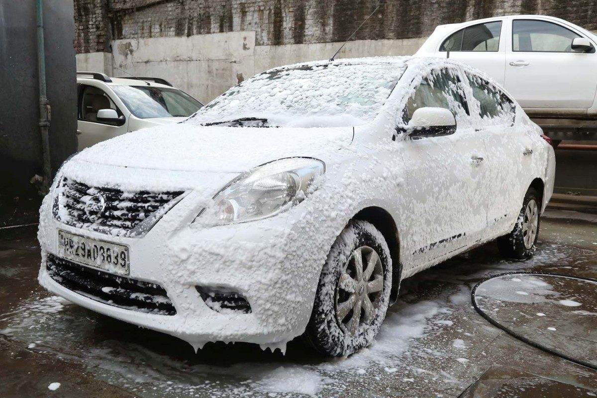 Nissan – Foam Wash For The Car (3)