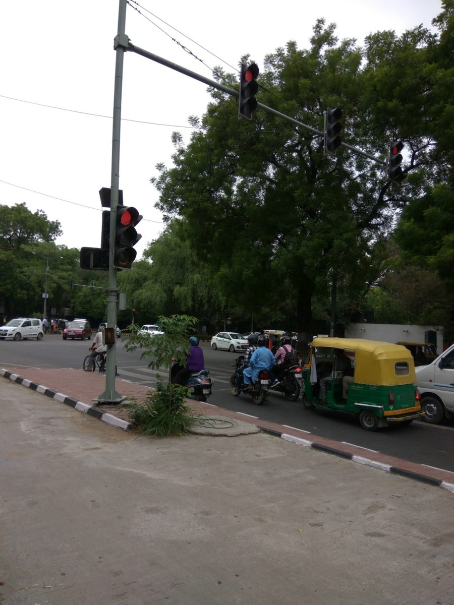 Wrongly Placed Traffic light before stop mark near India habitat centre (1)