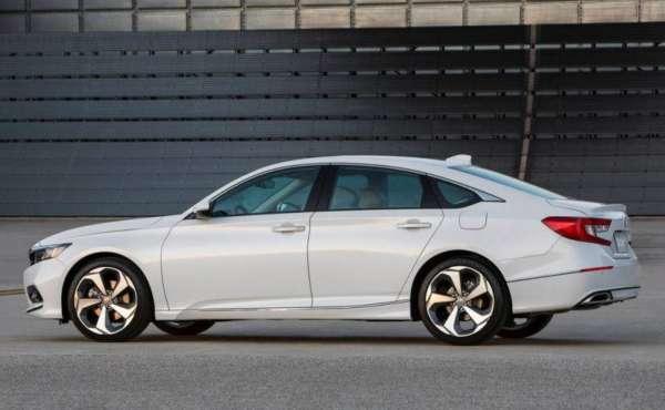 2018-Honda-Accord-Launched-008-600x370