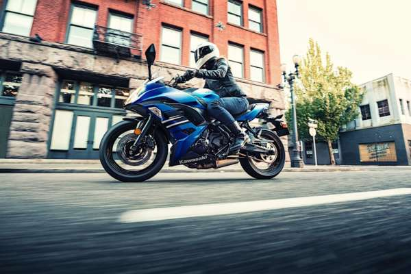 2018 Kawasaki Ninja 650 – Action Shots (2)