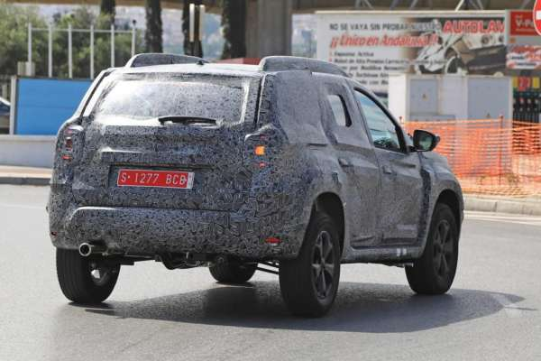 2018-Renault-Duster-spied-in-Spain-006-600x400