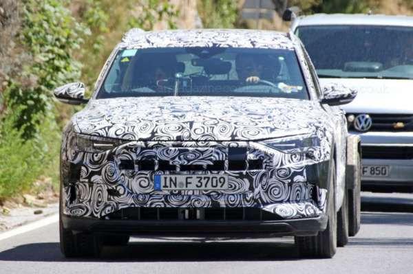 Audi-E-tron-Spied-On-Test-02-600x399