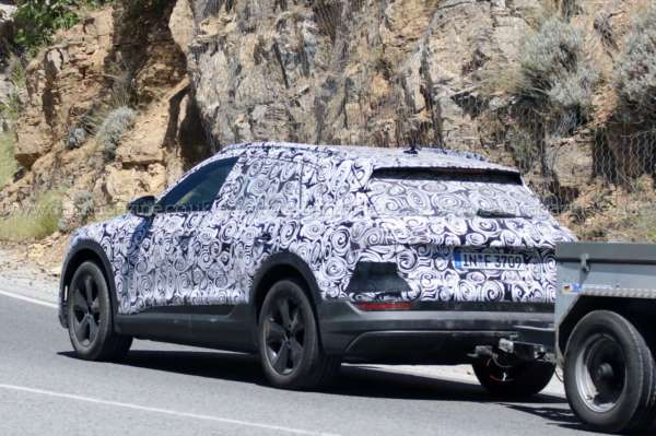 Audi-E-tron-Spied-On-Test-03-600x399