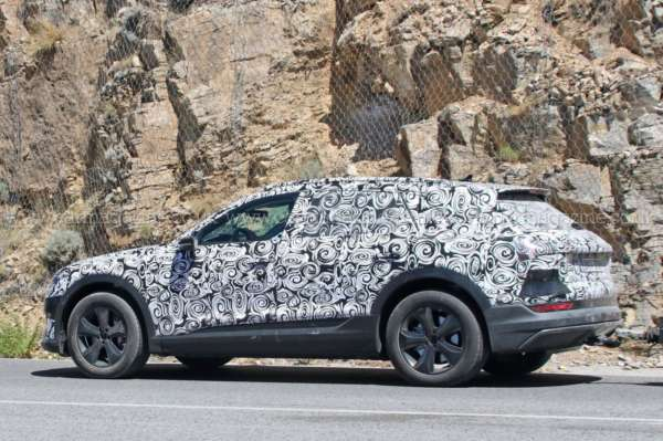Audi-E-tron-Spied-On-Test-05-600x399