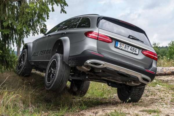 Mercedes-Benz-E-Class-All-Terrain-4x4-Squared-Revealed-05-600x400