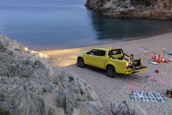 Mercedes-Benz-X-Class-Revealed-003-600x400