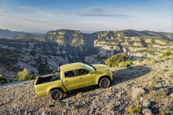 Mercedes-Benz-X-Class-Revealed-011-600x398