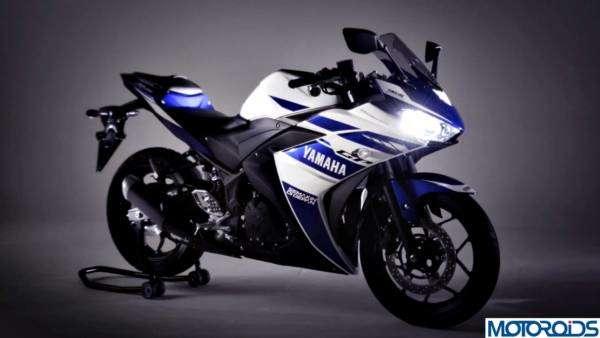 Valentino-Rossi-Yamaha-R25-4-600x338-600x338