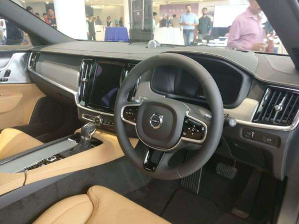 Volvo V90 Cross Country India launch dual tone dashboard