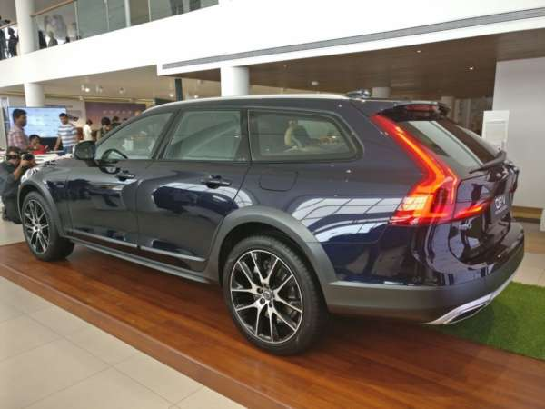Volvo V90 Cross Country India launch rear 3 quarters