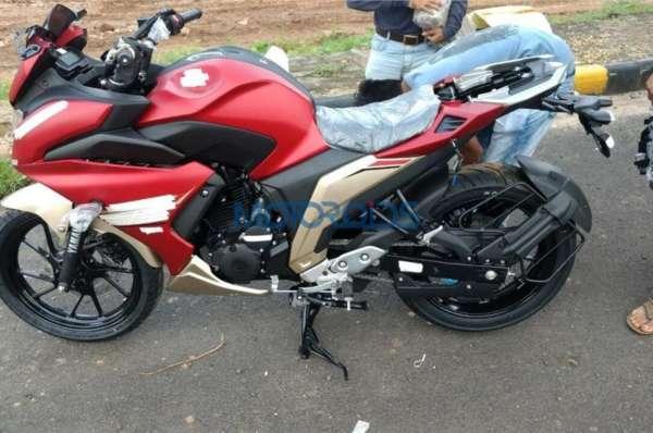 Yamaha-Fazer-250-Spied-2-600x398