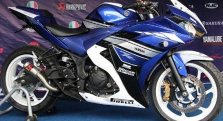 Yamaha-R25-Special-Edition-2015-Launched-in-Indonesia-600x416