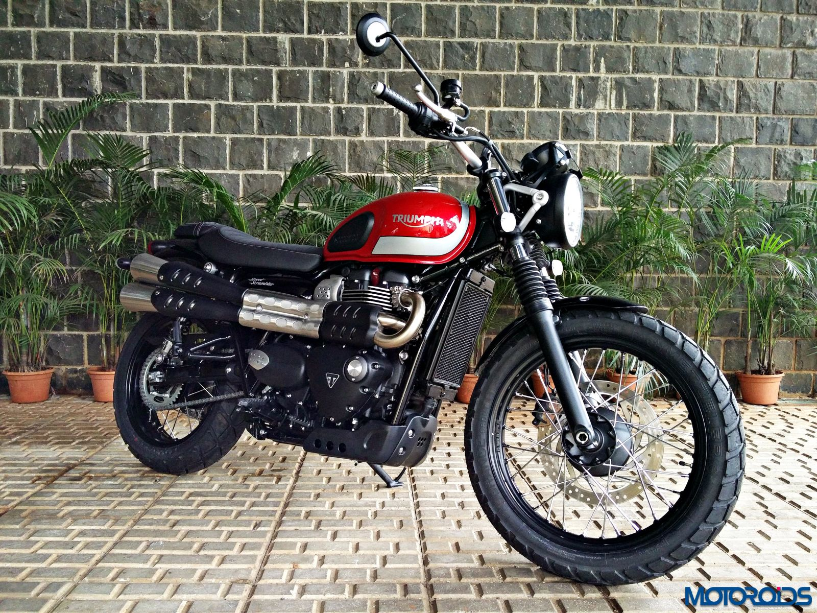 triumph street scrambler india review price specs mileage and image gallery motoroids. Black Bedroom Furniture Sets. Home Design Ideas